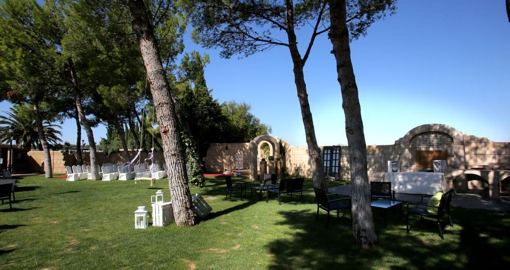 Finca de bodas Arcos. Jardines Hotel Castillo Bonavia-Zaragoza
