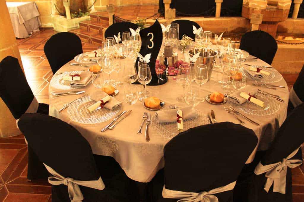 Salón de bodas los Arcos-decoración mesa-Castillo Bonavia