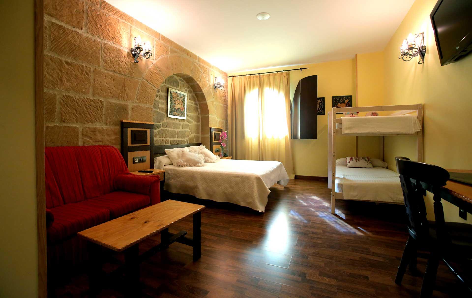 Habitaciones-familiares-Triples y Cúadruples-Hotel-Castillo-Bonavia
