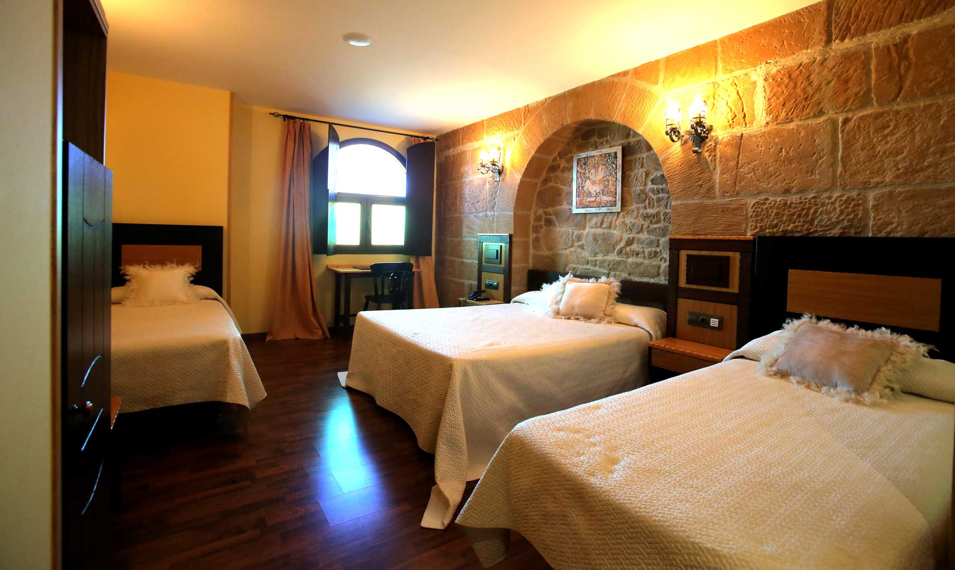 Habitacion-familiar_Hotel-Castillo-Bonavia_Zaragoza