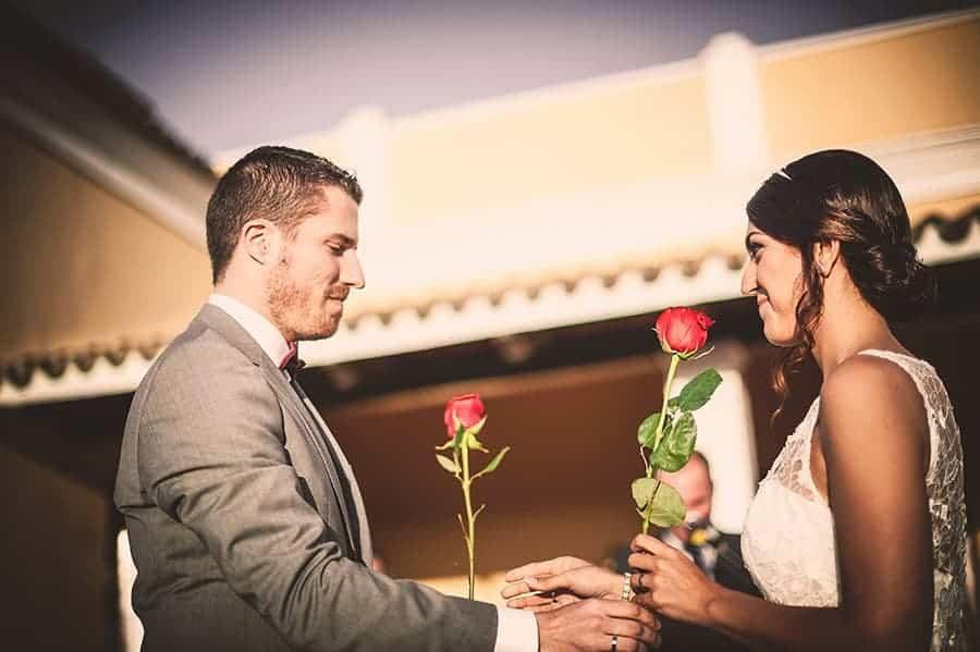 ceremonia-de-la-rosa-para-bodas-civiles-4