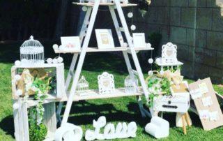decoracion-escalera-vintage-en blanco