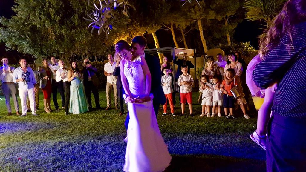Boda jose y Noelia en Castillo Bonavia. Baile en los jardines-2