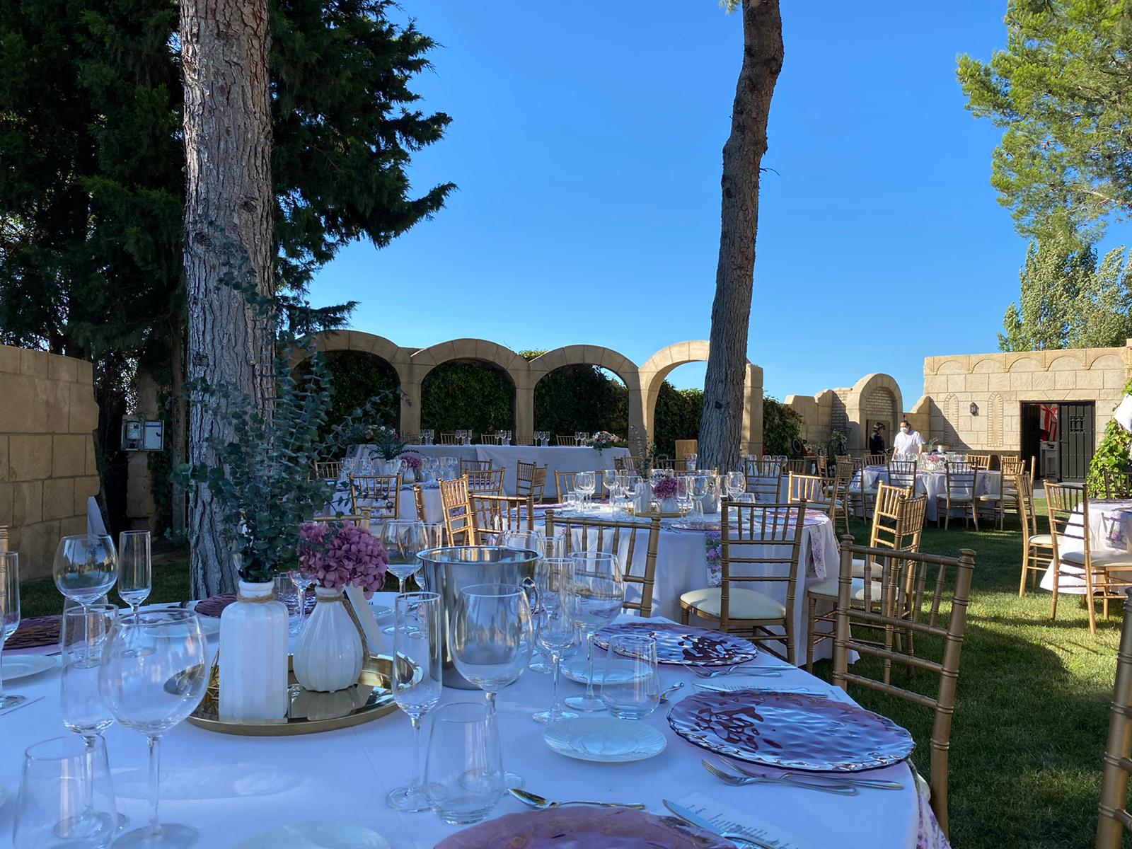 Boda y banquete al aire libre-2_Tu boda en Castillo Bonavia